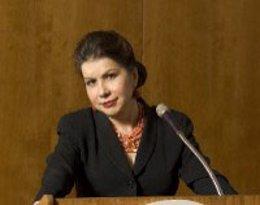 El jurado del Premio de Economía Rey Juan Carlos ha decidido, en la reunión celebrada el pasado viernes día 21, otorgar el galardón de 2018 a la economista estadounidense de origen cubano Carmen Reinhart, cuya candidatura fue propuesta por la Secretarí
