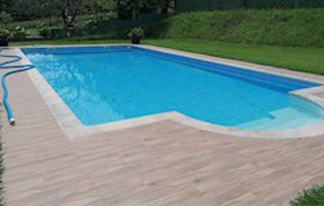 Imagen de archivo de una piscina.
