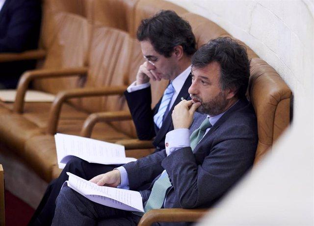 Los diputados de Vox en el Parlamento de Cantabria, Armando Blanco y Cristóbal Palacio