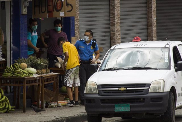 Control policial en Guayaquil (Ecuador) por el coronavirus