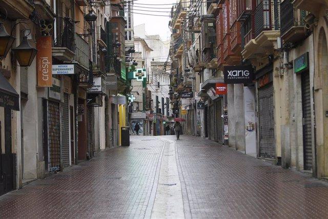 Calle Sindicato vacía durante el primer día laborable del estado de alarma.