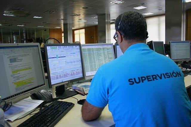 Imagen de archivo de un trabajador del servicio de emergencias de Castilla y León 112