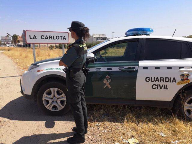 Agente de la Guardia Civil en La Carlota.