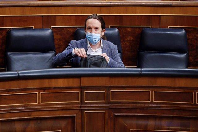 El vicepresidente tercero del Gobierno, Pablo Iglesias, al inicio del pleno del Congreso que debate este miércoles la quinta prórroga del estado de alarma después de que el Gobierno rectificara ante la presión de los grupos y solicitara una ampliación de