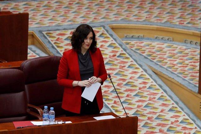 La presidenta autonómica, Isabel Díaz Ayuso, durante su intervención en el pleno celebrado este jueves en la Asamblea de Madrid