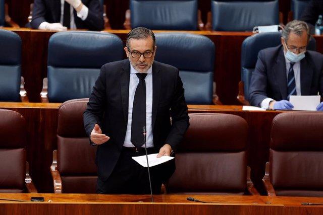 El consejero de Justicia, Enrique López interviene este jueves durante el pleno de la Asamblea de Madrid.