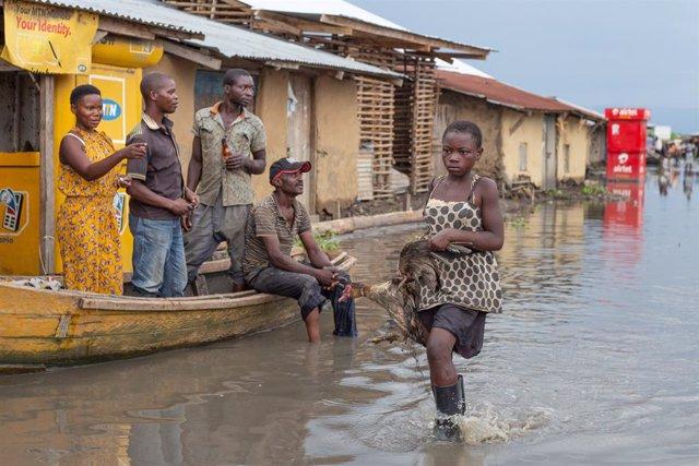 Coronavirus.- Las inundaciones en el este de África complican la lucha contra la