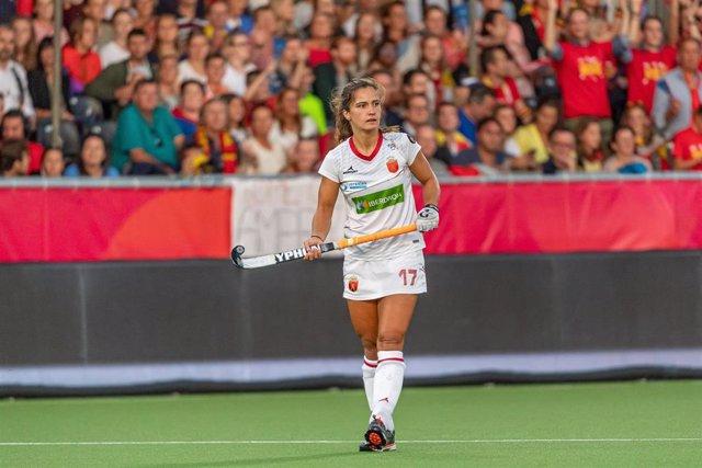 Lola Riera durante un partido de la selección española en el Europeo de Hockey Hierba de 2019