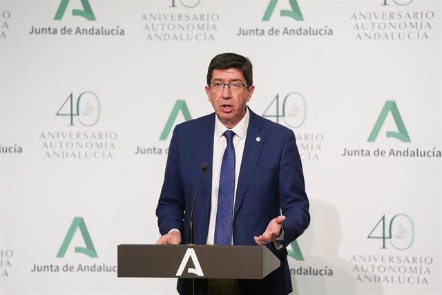El vicepresidente de la Junta de Andalucía y consejero de Turismo, Regeneración, Justicia y Administración Local, Juan Marín, en rueda de prensa. Imagen de archivo.