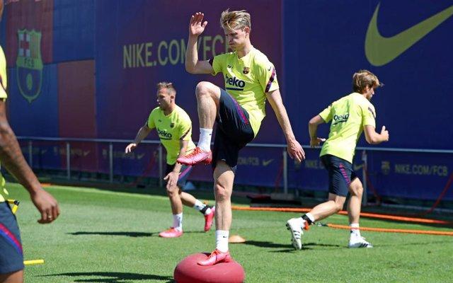 El jugador del FC Barcelona Frenkie De Jong en un entrenamiento en mayo de 2020