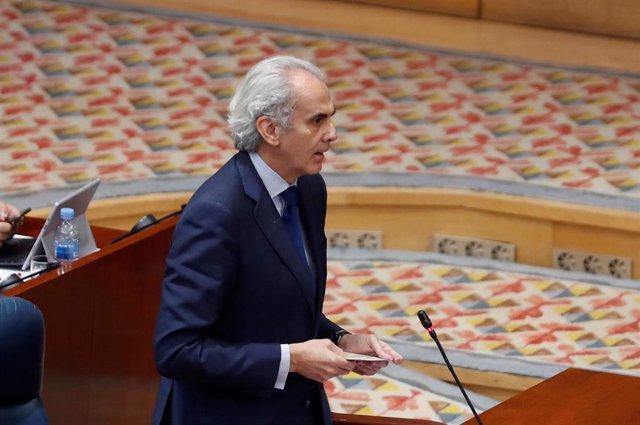 El consejero de Sanidad, Enrique Ruiz Escudero, durante su intervención en el pleno que la Asamblea celebra este jueves centrado en la petición de la Comunidad de Madrid de avanzar a la fase 1 de la desescalada, rechazada en dos ocasiones por el Ministeri