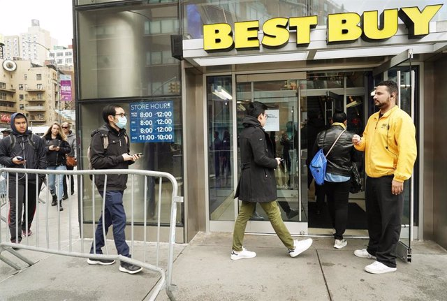 March 19, 2020 - New York, NY, USA. An employee takes count of how many customers are entering the Best Buy store at the Union Square location. Many stores around the city are limiting the number of people that may shop at once as a way to promote social