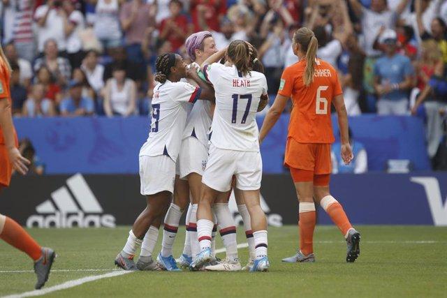Las jugadoras de la selección de los Estados Unidos celebran un gol en la final del Mundial de Francia de 2019 ante los Países Bajos