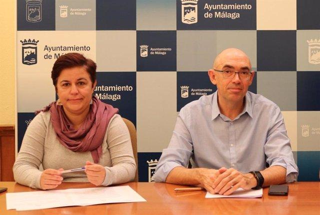La viceportavoz del grupo municipal de Adelante Málaga, Paqui Macías, y el portavoz del mismo, Eduardo Zorrilla.