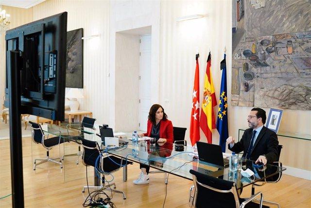 La presidenta de la Comunidad, Isabel Díaz Ayuso, mantiene una reunión con empleados públcios con el consejero de Hacienda, Javier Fernández-Lasquetty.