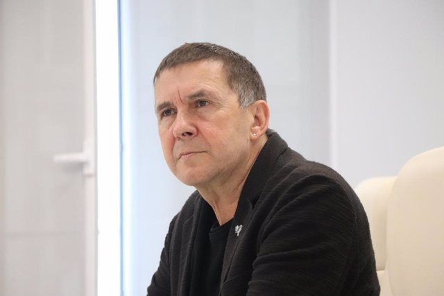 """Otegi pide unidad a los partidos para una desescalada tutelada por las  """"institu"""
