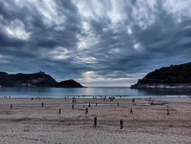 Playa de la Concha (San Sebastián) al anochecer