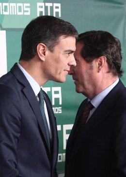 El president del Govern central, Pedro Sánchez, i el president de la CEOE, Antonio Garamendi, en un acte del març passat
