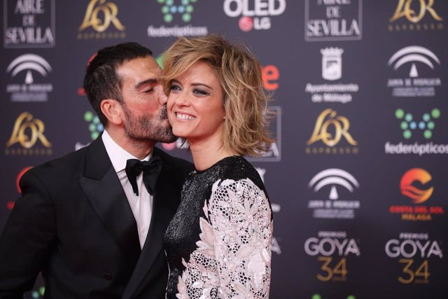 La periodista María Casado, posa en la alfombra roja de la XXXIV edición de los Premios Goya, en Málaga
