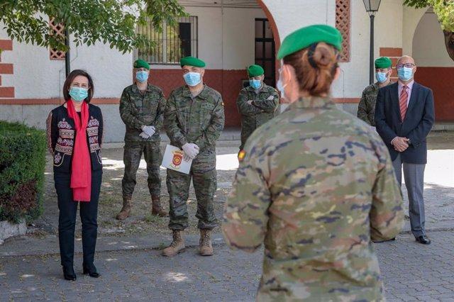 La ministra de Defensa, Margarita Robles, en una visita a la Agrupación de Transportes del Ejército de Tierra