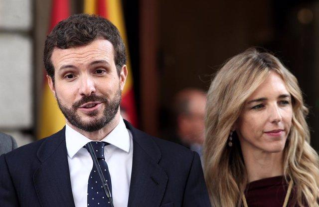 El president del Partit Popular, Pablo Casado; i la portaveu del PP al Congrés, Cayetana Álvarez de Toledo, atenen els mitjans al Congrés