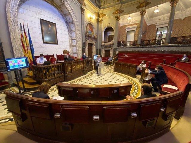 Imagen de la primera sesión de comparecencias de la Comisión de Reconstrucción de València a partir de la Covid-19.