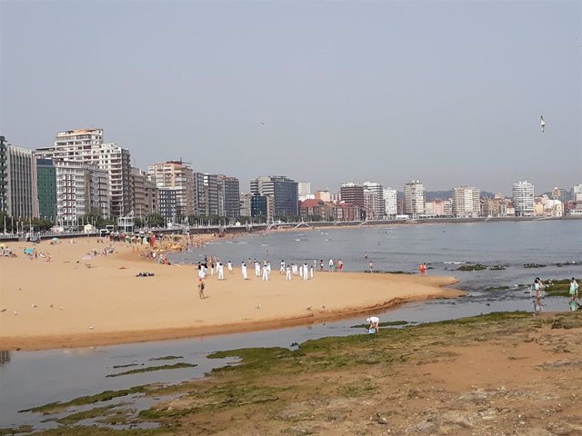 Playa de San Lorenzo en Gijón.