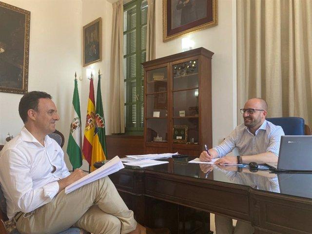 El diputado David de la Encina y el alcalde de El Puerto de Santa María, Germán Beardo, en una reunión