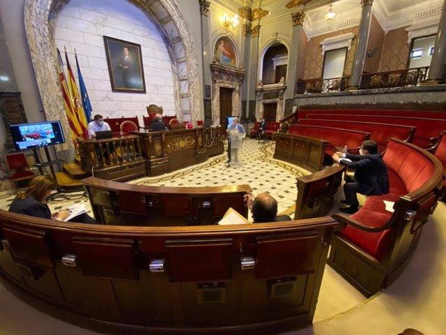 Imagen de las primeras comparecencias de expertos en la comisión de reconstrucción de València a partir de la Covid-19.