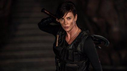 Charlize Theron lidera un letal escuadrón inmortal en el tráiler de La vieja guardia