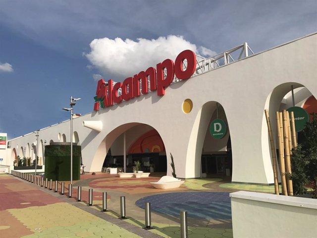 Sevilla.- El centro comercial Alcampo Tamarguillo se prepara para recibir a sus
