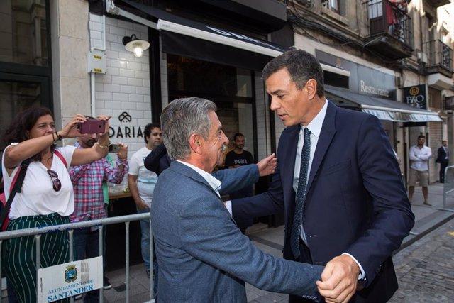 """AMP.- Sánchez dice a Revilla que cumplirá con Cantabria y no arriesgará la """"unidad de España"""" pero éste """"quiere verlo"""""""