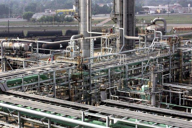 Economía.- Alpek paraliza el pago de su dividendo de 74 millones por la incertid