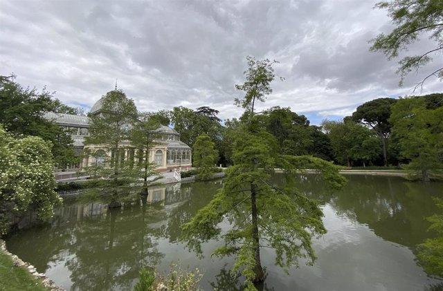 Estanque del Palacio de Cristal ubicado en los Jardines de El Buen Retiro.