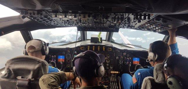 Cabina de una avión de reconocimiento de la NOAA