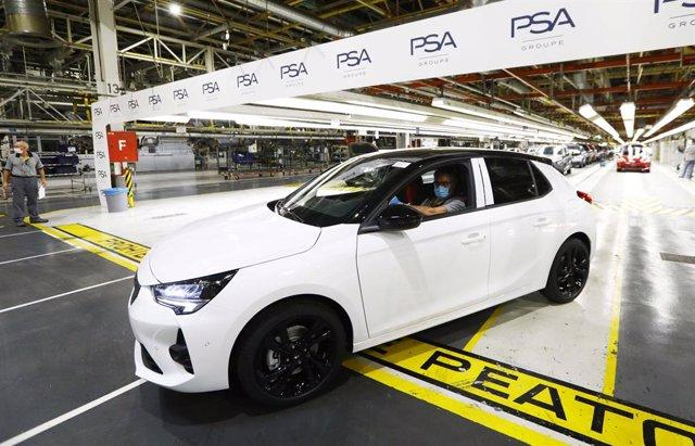 Salen de la planta de PSA en Figueruelas los primeros Corsa tras la reanudación de la actividad