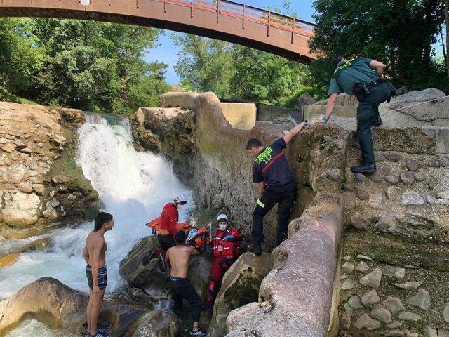 Caida al cauce del Pas en Puente Viesgo
