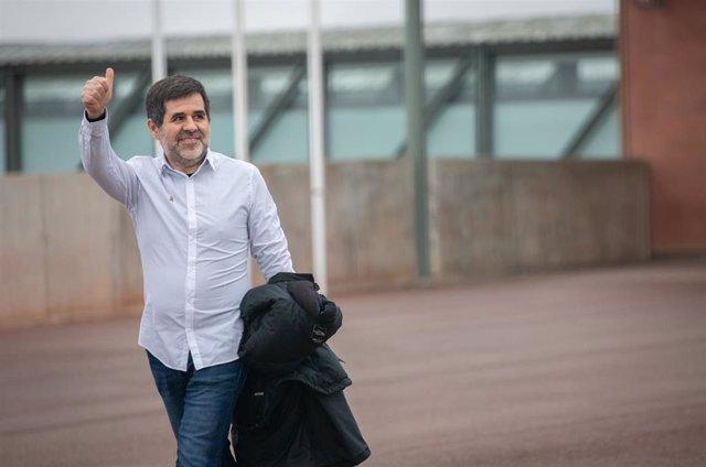 El expresidente de la Asamblea Nacional Catalana (ANC), Jordi Sànchez saliendo de la cárcel de Lledoners en su primer permiso penitenciario