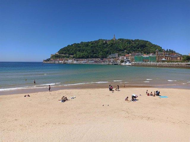 Playa de La Concha en San Sebastián durante la desescalada.