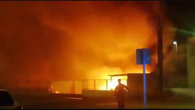 Incendio en Calahorra que ha afectado al almacén de envases de Diasa Industrial