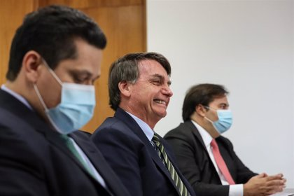 """Coronavirus.- Bolsonaro anuncia la apertura """"inminente"""" de la economía tras un nuevo récord de muertes en un día"""