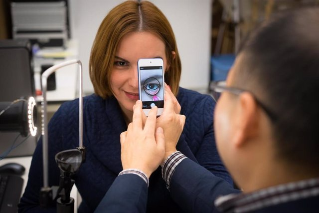 Desarrollan una nueva herramienta mediante teléfono inteligente que mide la hemo