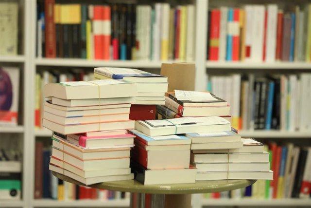Libros en una librería. Archivo