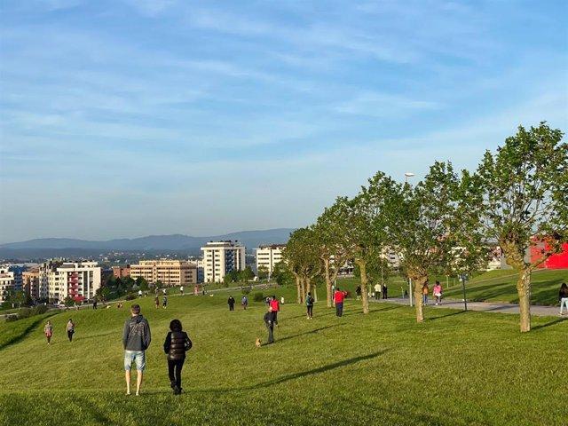 Gente paseando y haciendo deporte en Oviedo