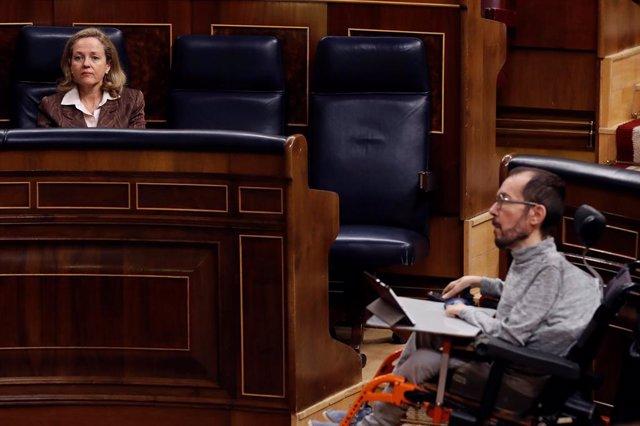 El portaveu parlamentari d'Unides Podem, Pablo Echenique, al Congrés, davant la vicepresidenta tercera d'Afers Econòmics, Nadia Calviño.