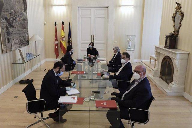 Reunión para tratar la reactivación económica de la región en la Real Casa de Correos el pasado 5 de mayo