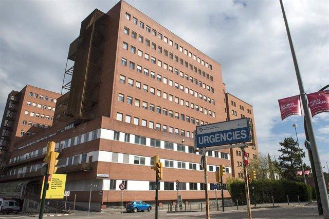 Fachada y entrada de Urgencias del Hospital Universitario de Girona Doctor Josep Trueta, en Girona/Catalunya (España) a 8 de abril de 2020.