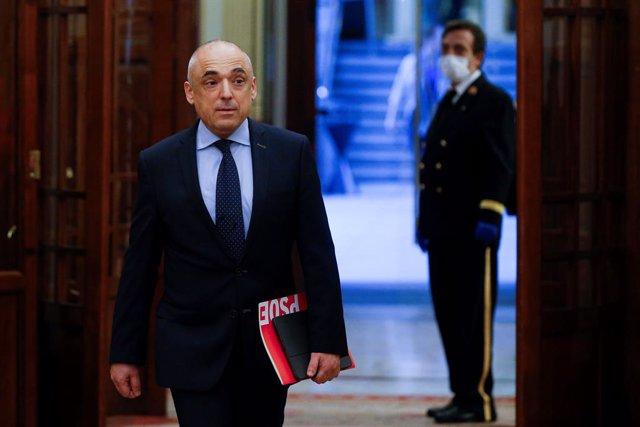 El diputat socialista, Rafael Simancas, arriba al Congrés dels Diputats, Madrid (Espanya), 9 d'abril del 2020.