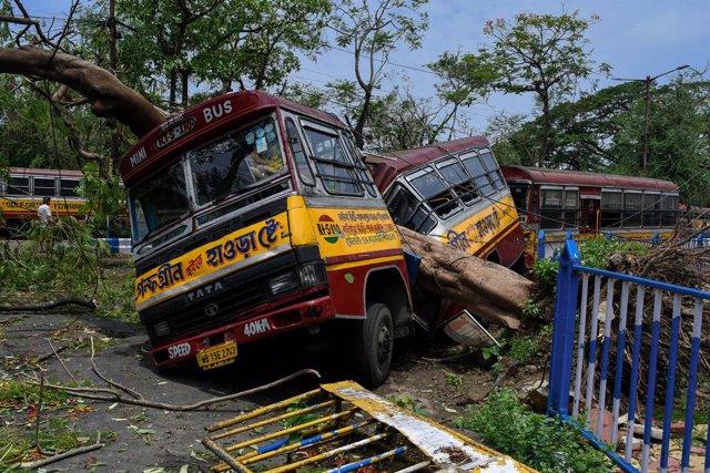 Clima.- El ciclón 'Amphan' deja 95 muertos y graves daños en el noreste de India