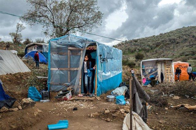 Migrantes en un campamento de refugiados de Grecia.